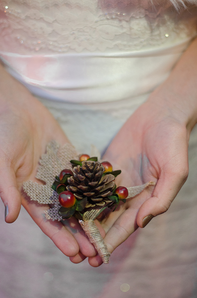 Pine cone accessory | Christmas Chic | Fancy This Photography | Ultimate Wedding Magazine