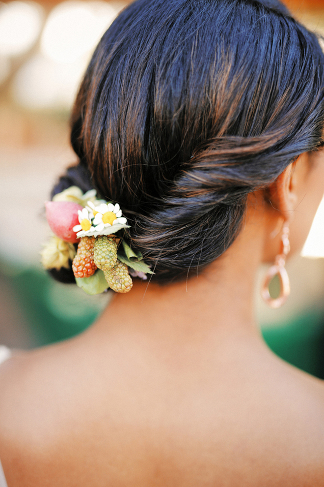 Natural hair accessories | Farm Fresh Style Wedding in Utah | Gideon Photography | Ultimate Wedding Magazine