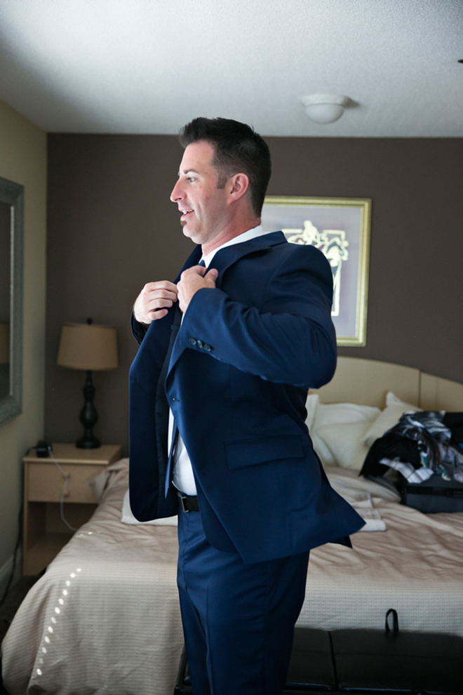 Groom getting ready | Canada joins USA on Lake Erie | Blue Martini Photography