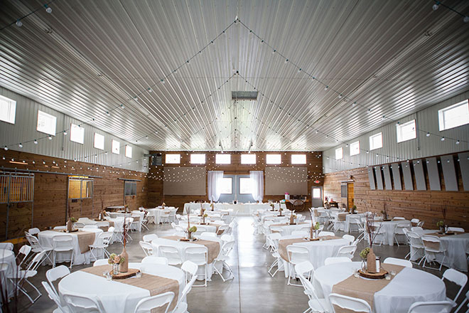 Barn wedding tables | Barn Wedding in Ohio | Photos by Yvonne