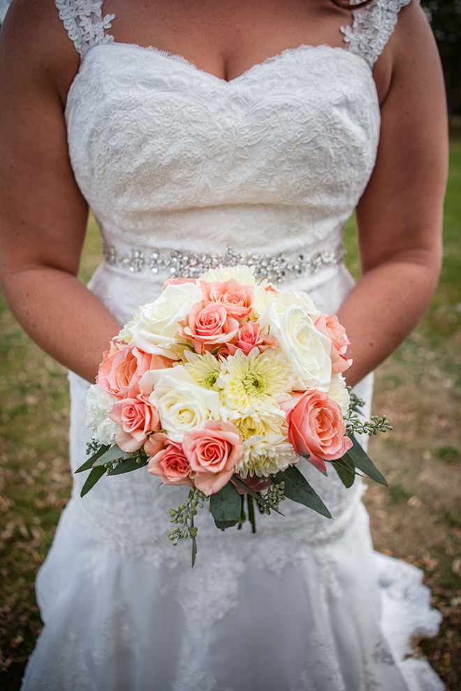 Bridal bouquet | Barn Wedding in Ohio | Photos by Yvonne