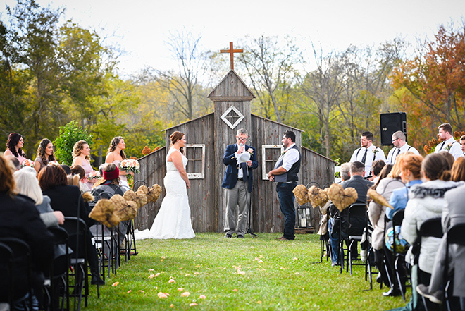 Outdoor ceremony in Ohio | Barn Wedding in Ohio | Photos by Yvonne