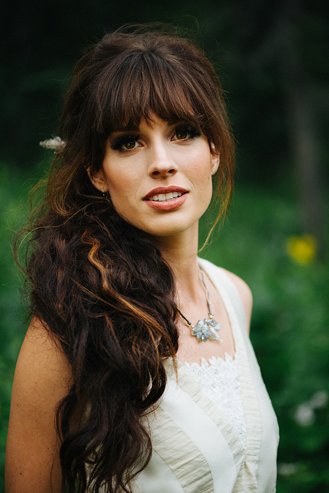 Brunette bride with white dress | Where the wild things are | Elizabeth Cryan Photography