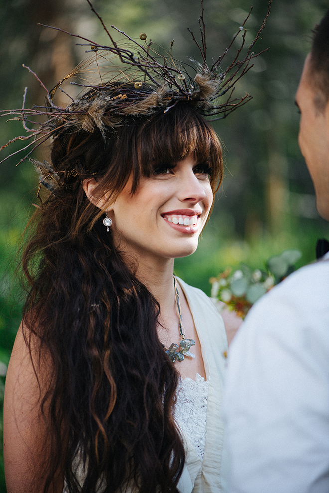 Bride wearing a brown rustic headpiece | Where the wild things are | Elizabeth Cryan Photography