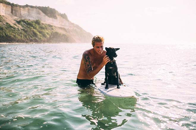 Dog on a surfboard | Balinese Beach Surf Elopement | Emily & Steve Photography