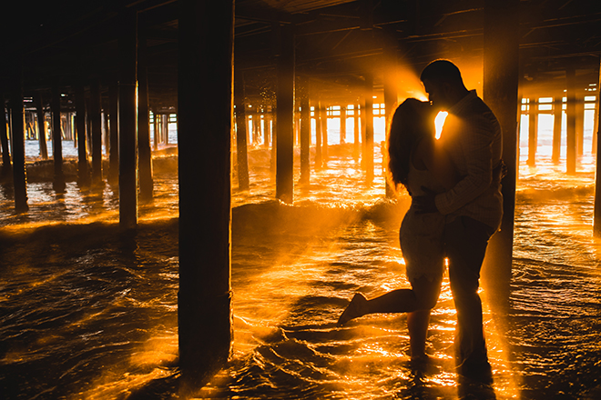 Couple sunset silhouette | Engagement in Santa Monica | Randy + Ashley Photography