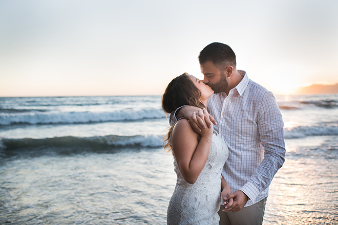Kissing on the beach | Engagement in Santa Monica | Randy + Ashley Photography