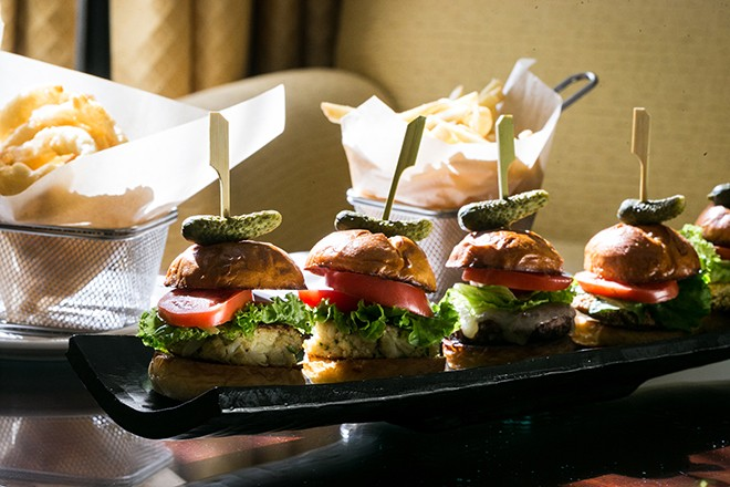 Burgers and chips for groomsmen | Grooming the groom | Michael Bennett Kress Photography