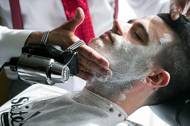 Man shaving | Grooming the groom | Michael Bennett Kress Photography