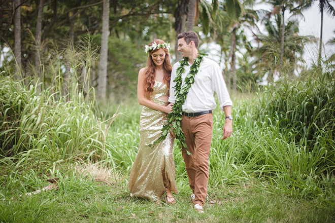 Bride in gold wedding dress | Paradise in Hawaii | Jenna Lee Pictures