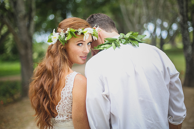 Bride looking at the camera | Paradise in Hawaii | Jenna Lee Pictures