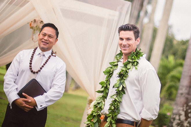 Groom smiling at wedding | Paradise in Hawaii | Jenna Lee Pictures