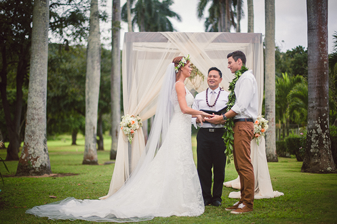 Bride and groom at outdoor wedding ceremony | Paradise in Hawaii | Jenna Lee Pictures