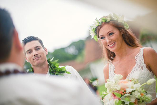 Bride and Groom smiling | Paradise in Hawaii | Jenna Lee Pictures
