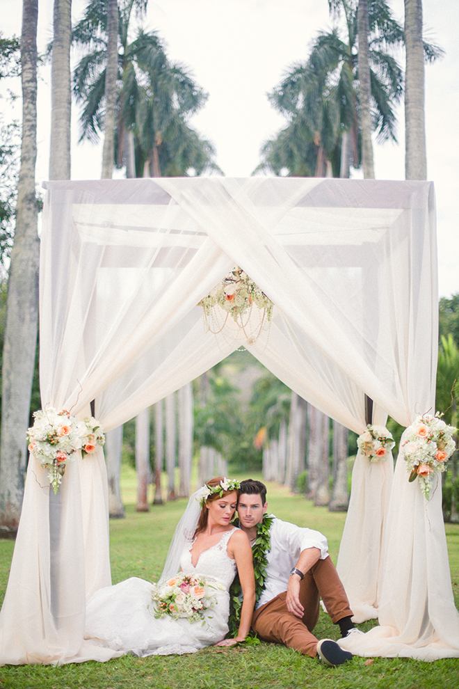 Bride and Groom sitting in pagoda | Paradise in Hawaii | Jenna Lee Pictures