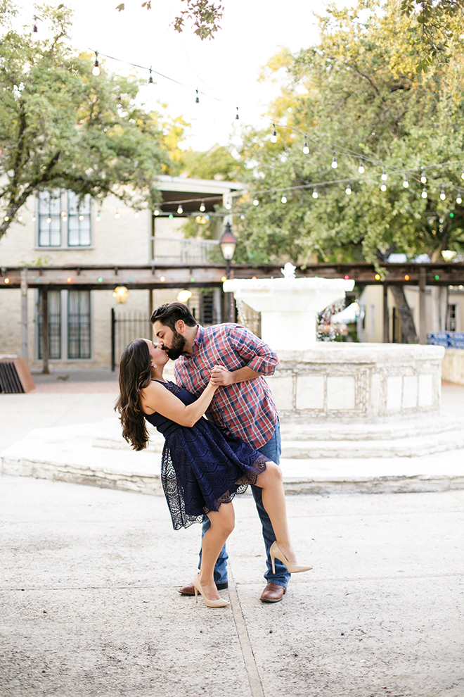 Couple kissing beside fountain | Downtown San Antonio Engagement | Laura Elizabeth