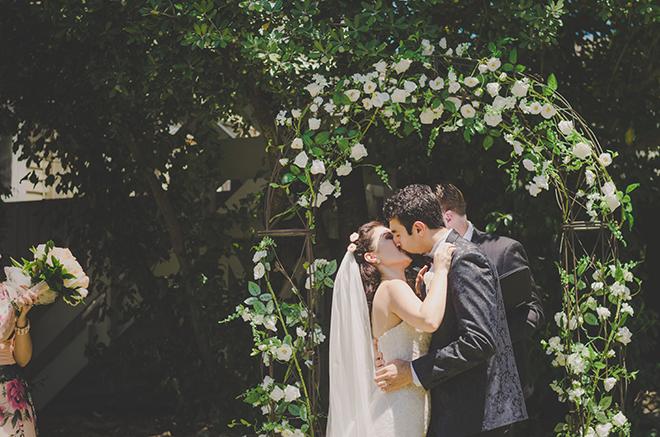 Outdoor ceremony | Rose Garden Beach Wedding | Levien and Lens Photography