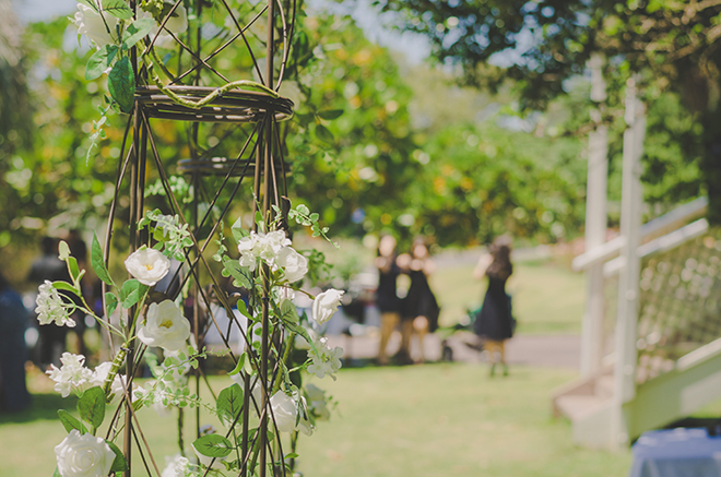 Outdoor wedding ceremony | Rose Garden Beach Wedding | Levien and Lens Photography