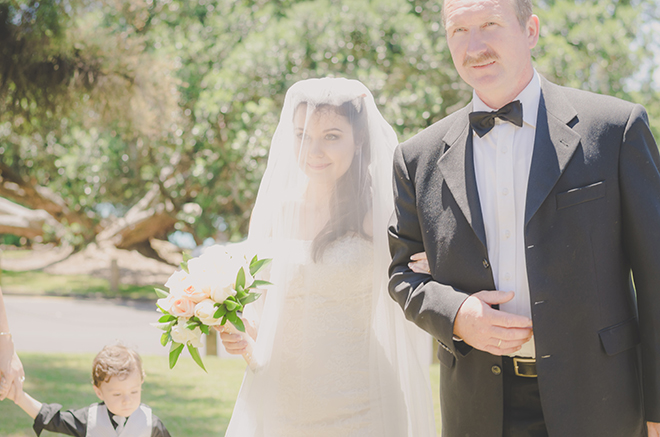 Bride in veil | Rose Garden Beach Wedding | Levien and Lens Photography