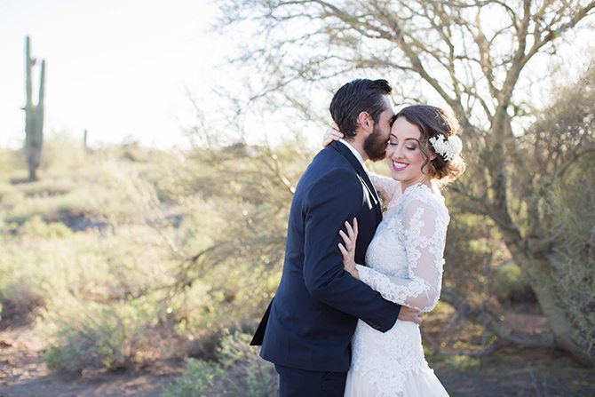 Bride and groom kissing | Geometric Wedding Inspiration | Unfaded Beauty Photography