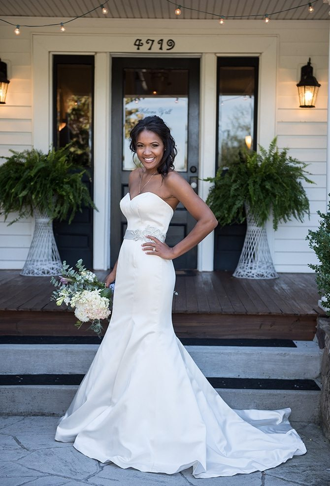 Bride before wedding | Autumn wedding in North Carolina | Yasmin Leonard