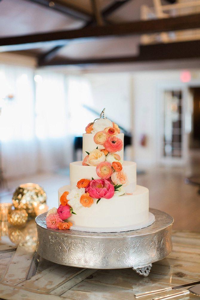 Make Me A Cake Next Door | Lake Side Wedding | Krystal Balzer Photography