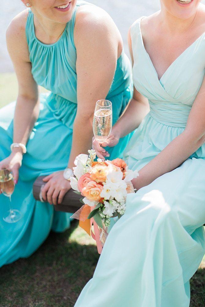 Bridesmaids drinking champagne | Lake Side Wedding | Krystal Balzer Photography