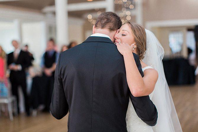 Newlyweds first dance | Lake Side Wedding | Krystal Balzer Photography