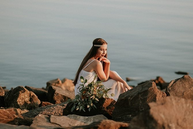 Bride beside lake   Redtop Mountain Bride   Hellen Oliveira Photography
