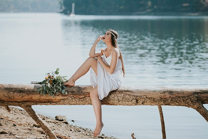 Bride on lake   Redtop Mountain Bride   Hellen Oliveira Photography