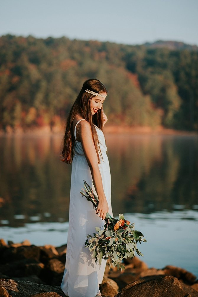 Boho bride beside lake   Redtop Mountain Bride   Hellen Oliveira Photography