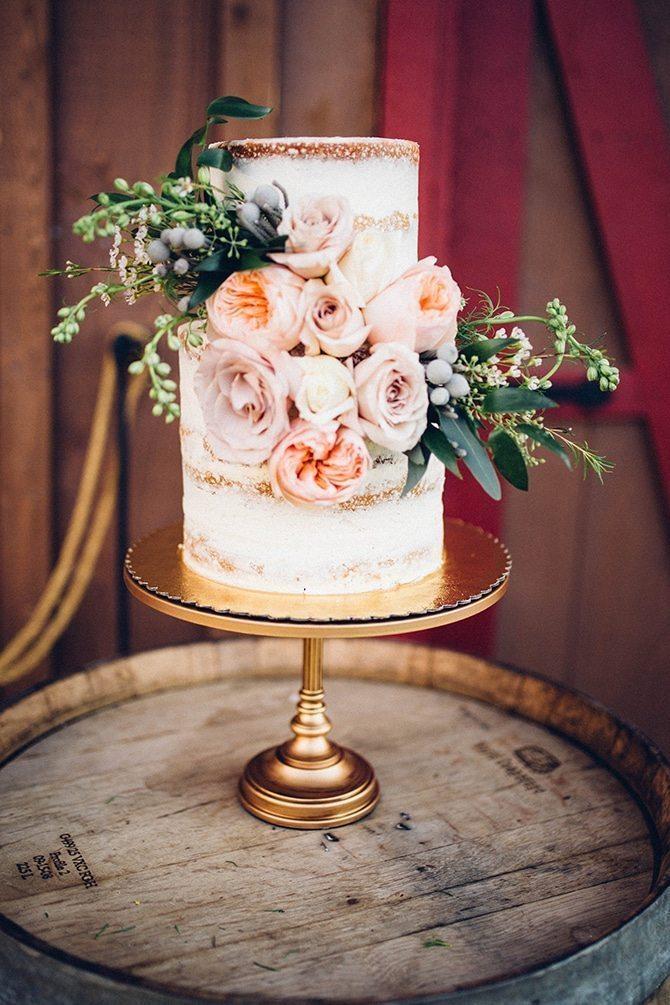 Ava Bakes Cakes | Charming Barn Wedding | Kate Olson Photo