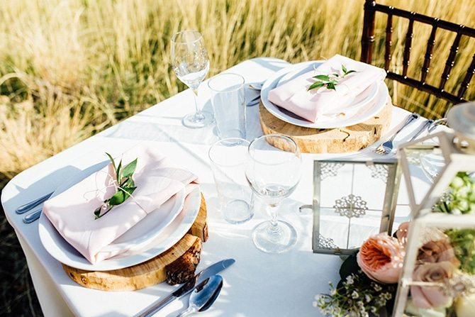 Rustic wedding table | Charming Barn Wedding | Kate Olson Photo