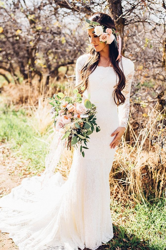 Rustic bride | Charming Barn Wedding | Kate Olson Photo