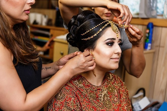 Bride getting ready | Downtown Wedding in Edmonton | Shandro Photo