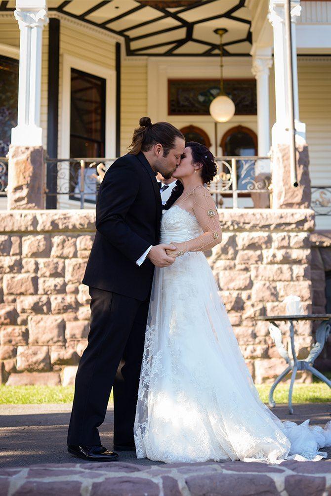 Couple kissing | Magical California Mansion Wedding VeroLuce Photography