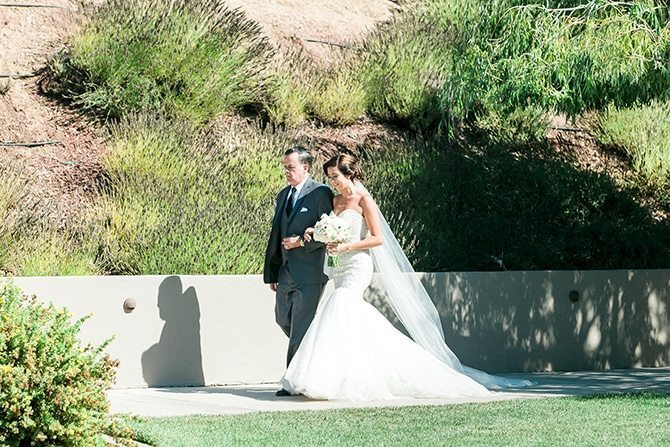 Bride arriving at wedding | Vineyard Wedding in Hollister | Amy Bluestar Photography