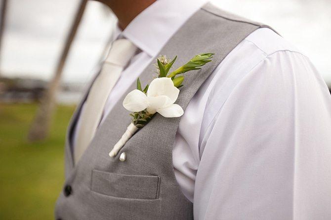 Groom wedding flower | Intimate Hawaiian Beach Wedding | Joanna Tano Photography