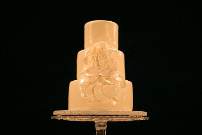 White wedding cake | Intimate Hawaiian Beach Wedding | Joanna Tano Photography