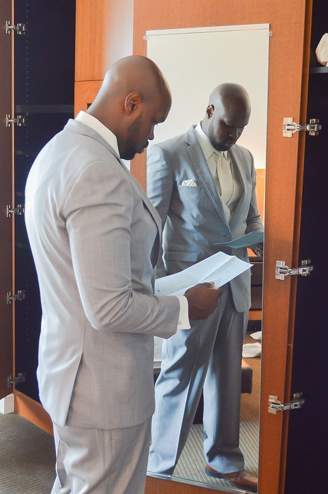 Groom getting ready | Summer Wedding in Chicago | Lisa Kay Photograpy