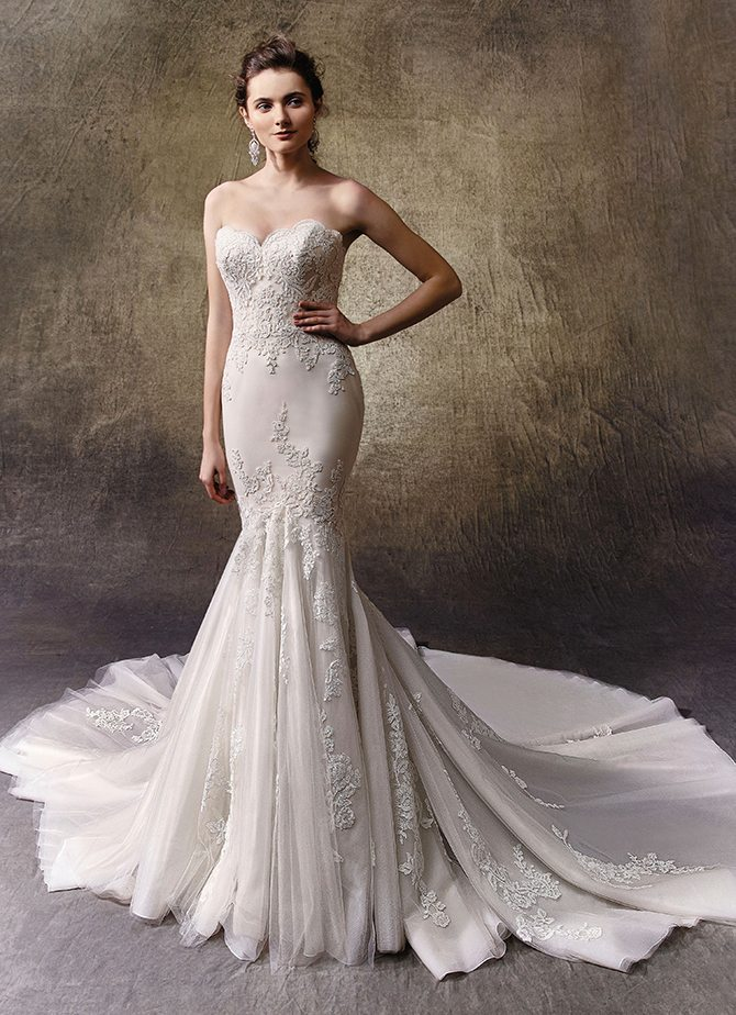 Wedding dresses for hourglass shape
