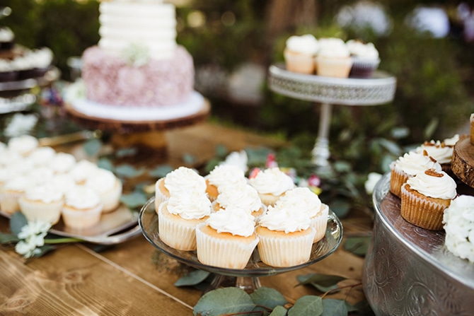 Vanilla Wedding cupcakes | Rustic Wedding in Mountain View | Emily Jean Images