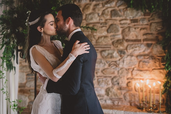 Couple kissing | Greek Countryside Wedding | Andreas Markakis Photography