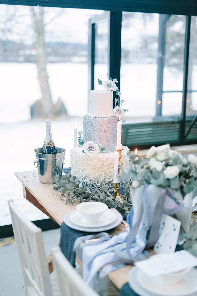 Silver and White Wedding Cake | Swedish Winter Wedding Style Linda-Pauline Photo