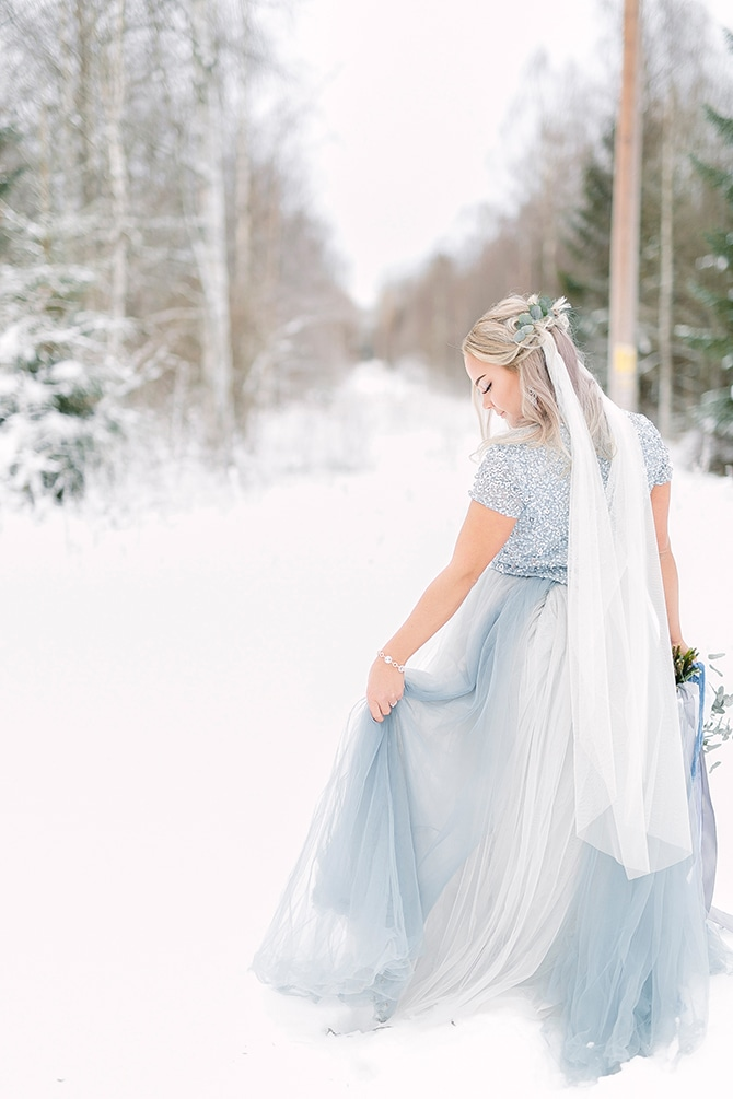 Bride in snow | Swedish Winter Wedding Style Linda-Pauline Photo
