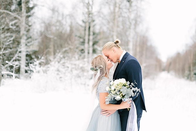 Bride and Groom in snow | Swedish Winter Wedding Style Linda-Pauline Photo