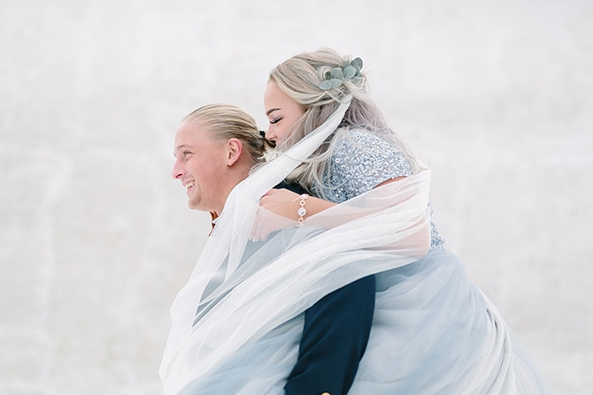 Winter bride and groom | Swedish Winter Wedding Style Linda-Pauline Photo