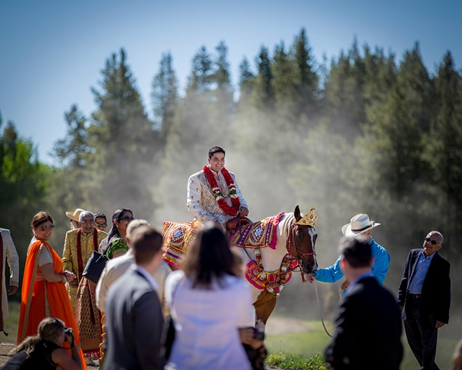 Grooming arriving at wedding on horse | Traditional Hindu Wedding | Third Eye Photography