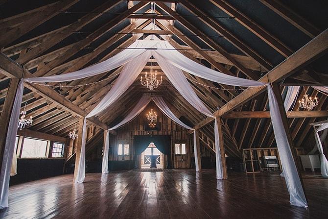 Barn wedding | Winter Wedding in Minnesota Woodlands | B. Photography