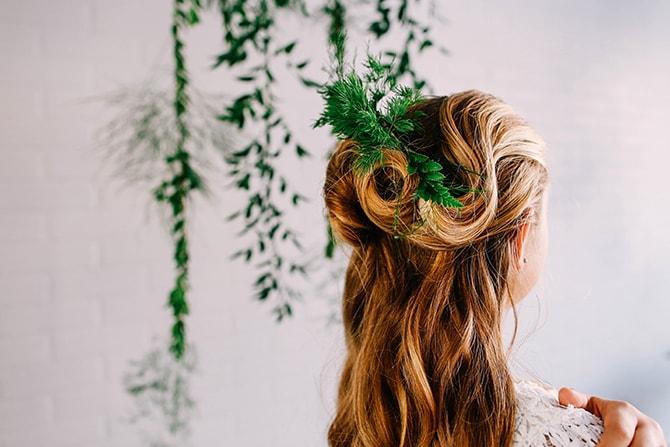 Bridesmaid Green Hair Piece | Fern and Foliage Wedding Decor | Hawkeye Photography